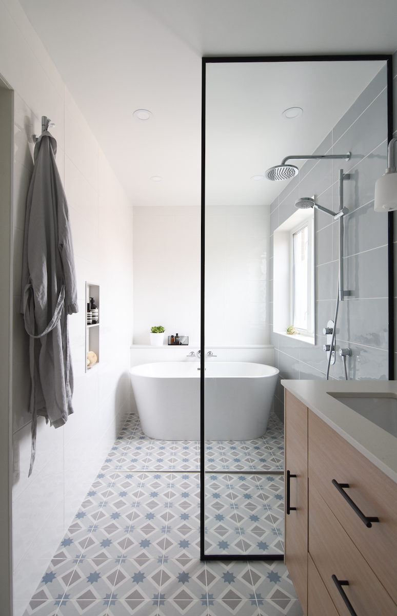bathroom-pattern-floor-black-frame-glass-montreal-ca-interior-design-3
