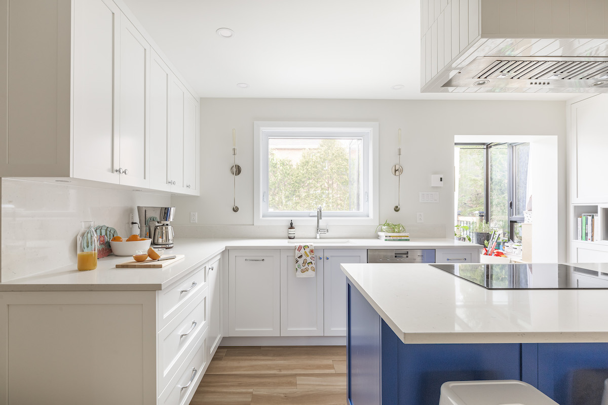 bright-blue-island-white-kitchen-3