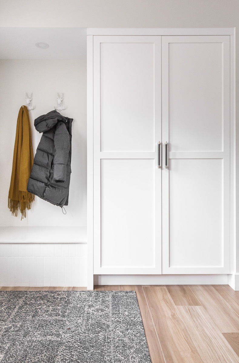 entrance-bench-and-closet-montreal-ca-interior-design-3