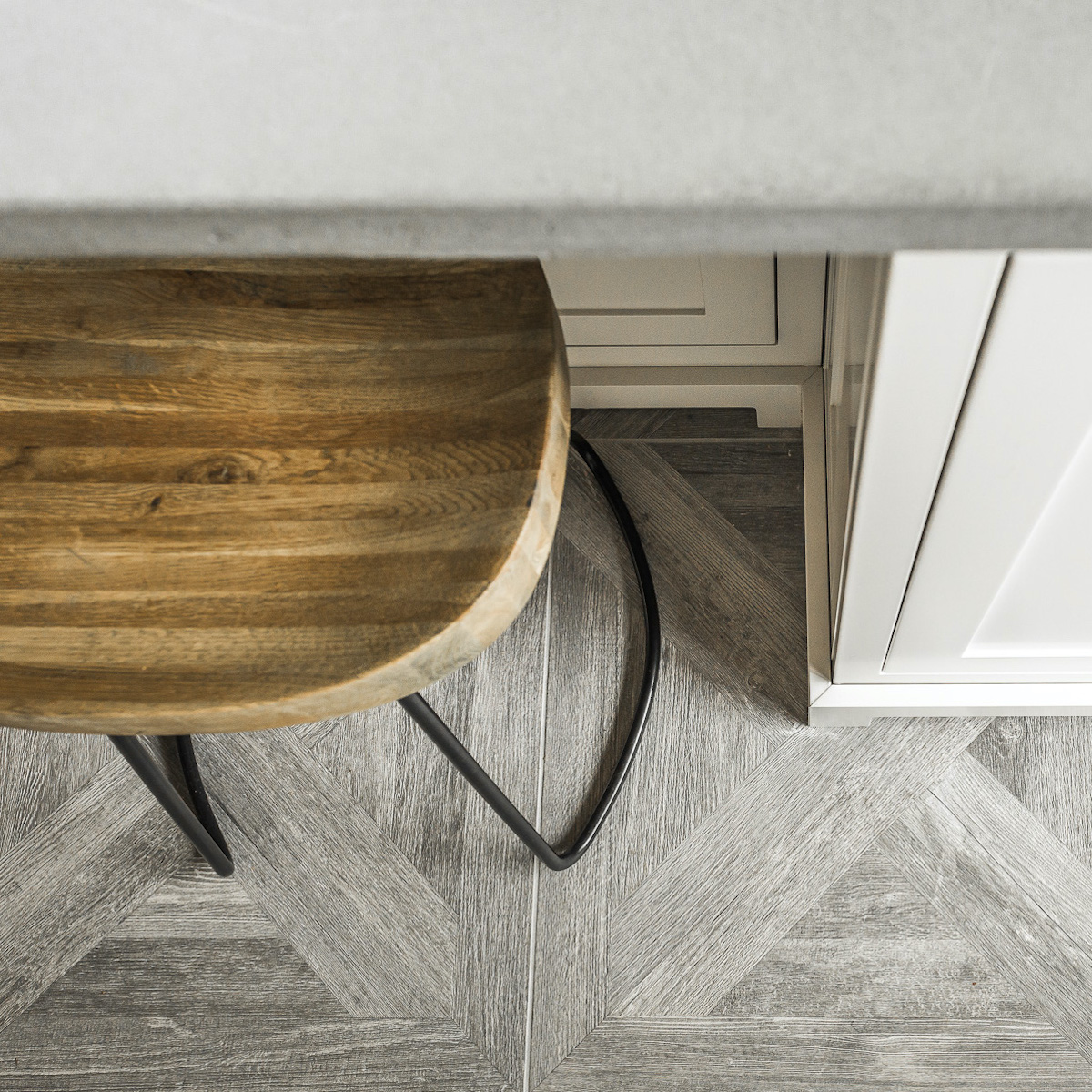 hb-design-inc-interior-design-wood-stool-2