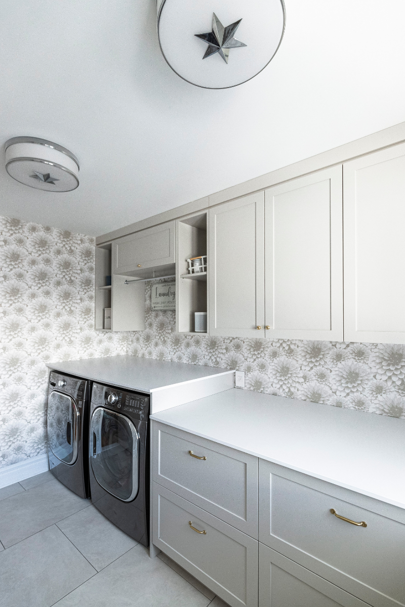 hb-design-laundry-room-with-hanging-rod
