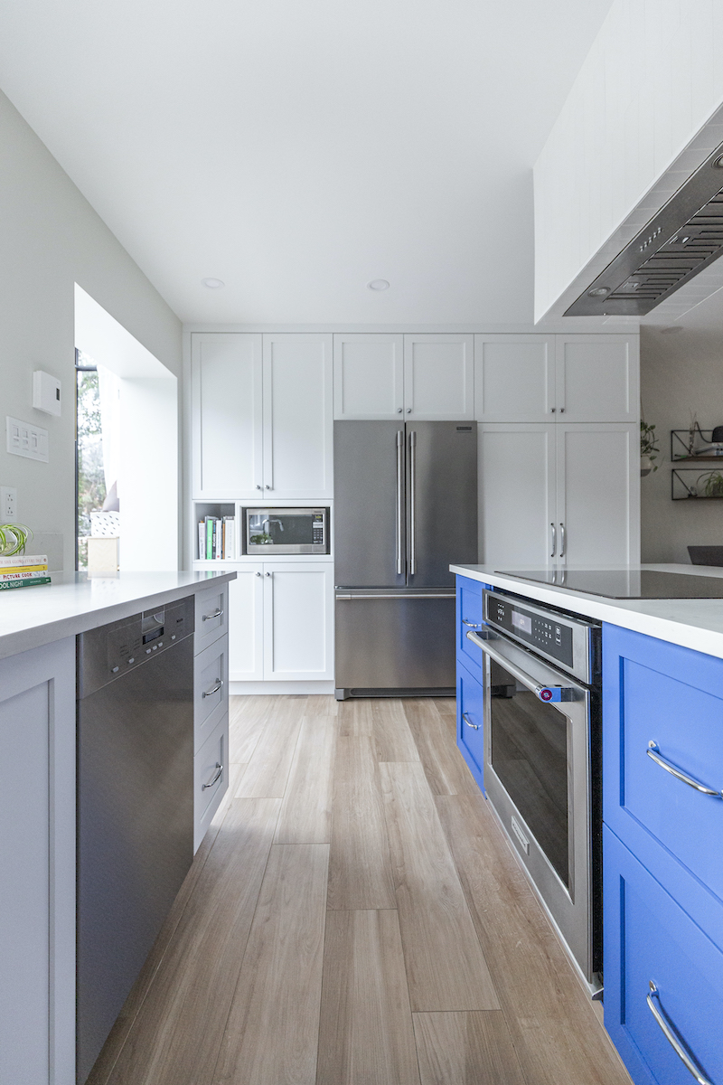 montreal-ca-interior-design-white-kitchen-blue-island-3