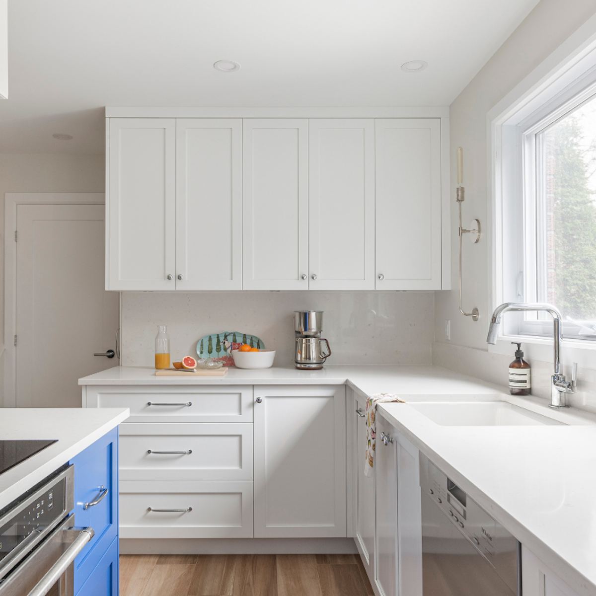 white-kitchen-slab-backsplash-montreal-ca-interior-design-hb-design-inc-3