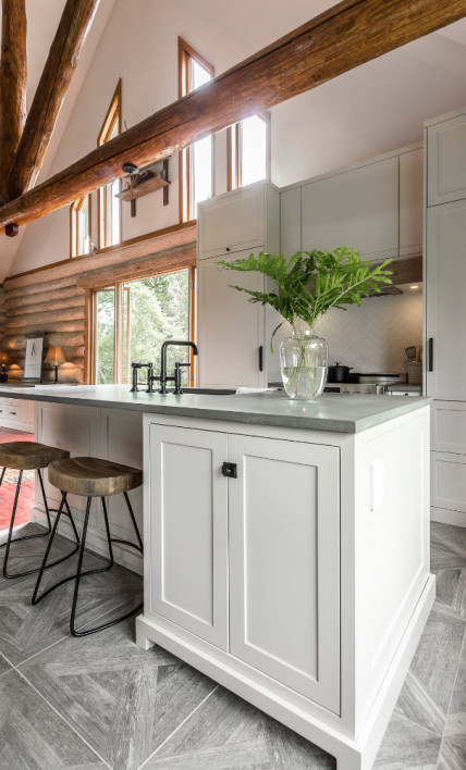 kitchen-design-exposed-wood-beams-mont-tremblant-lac-superieur-hb-design